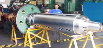 MANDRIL COMPLETO Ø 610 x 5500 mm - 8000 kg COM ENGRENAGEM Ø 1340 mm E PONTEIRA PARA ENROLADEIRA DE DECAPAGEM CONTÍNUA